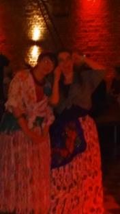 Me encontré a mis comadres...Ninon Robin y Sarah Louise Maertens...y muchas más !!!